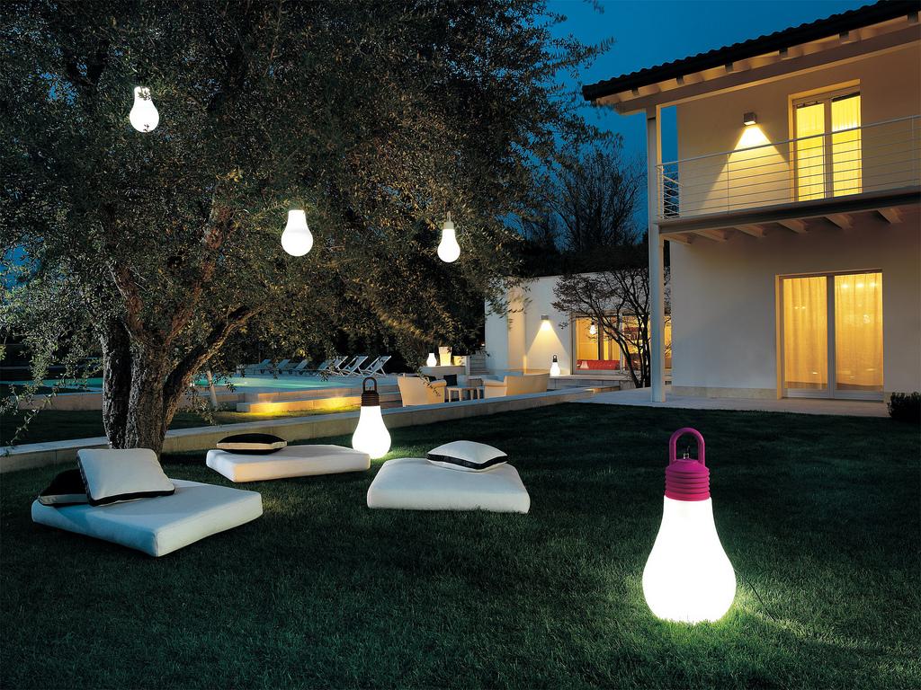 Rinnovare casa tempo di pensare al giardino - Ikea luci da esterno ...